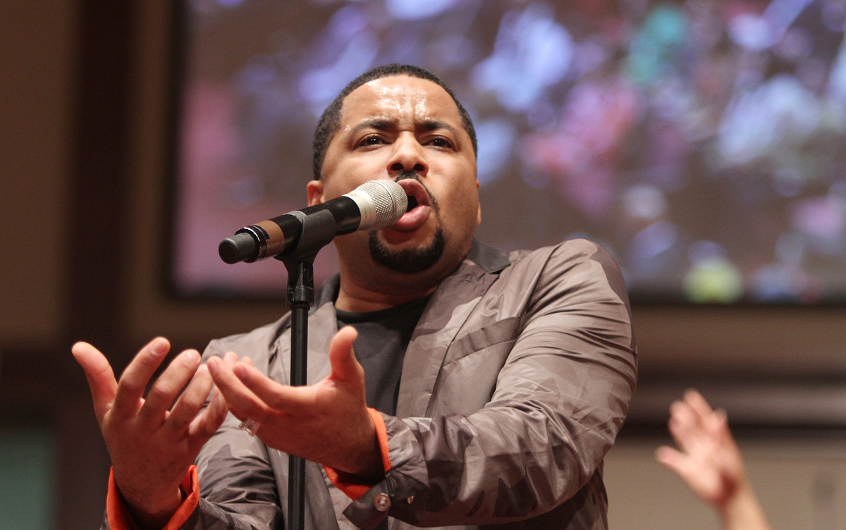 Smokie Norful performs at Ebenezer A.M.E.