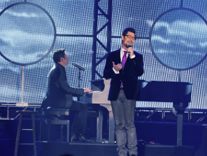 Jason Crabb singing