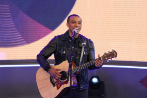 Jonathan McReynolds Performs on 106 and Park-BET